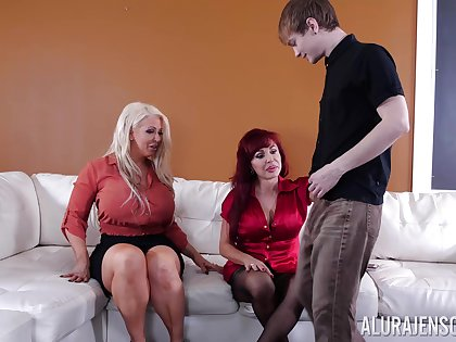 Foursome after party is all about Alura Jenson and Sexy Vanessa talking