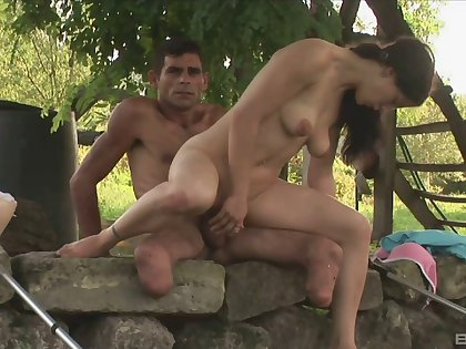Outdoor sex is red-letter experience of dispirited and wild brunette