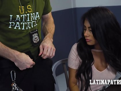 Border security proxy fucks a sexy Latina babe and then cums in her frowardness