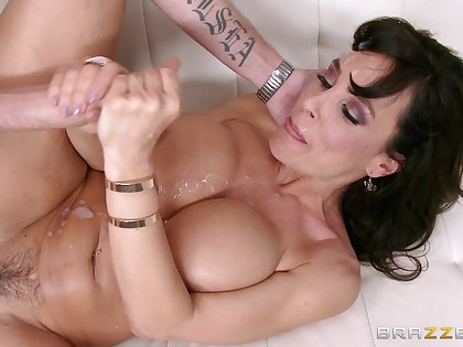 Mature pornstar Lisa Ann fucked on the bed overwrought her younger right hand