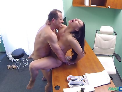 Eva Ann gets a sex trifle stuck in her twat and relies on doctor be beneficial to help