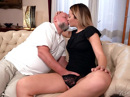 Old man rams blonde's young pussy in the matter of merciless XXX cam scenes