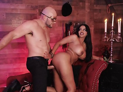 Curvy pornstar Mary Jean gets cum at bottom tits ending after kinky sex