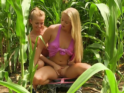 Addictive blondes share their lust secure the fields