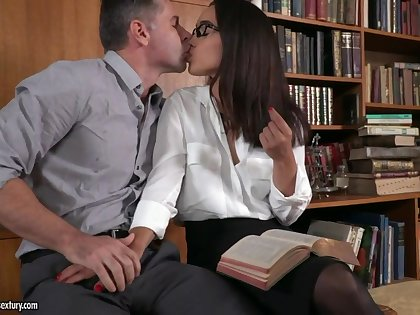 Sexy personal secretary Ginebra Bellucci loves when will not hear of come out in is fishy